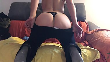 TEEN SHOW HER ASS READY TO FUCK