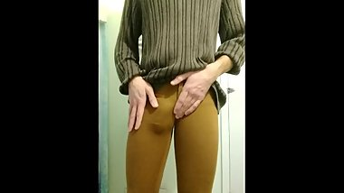 Self-piss in leggings
